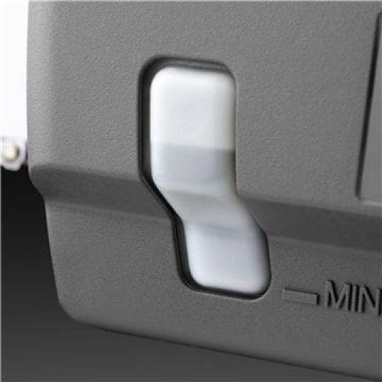 Spia per livello olio La finestrella trasparente facilita il controllo del livello dell'olio catena.