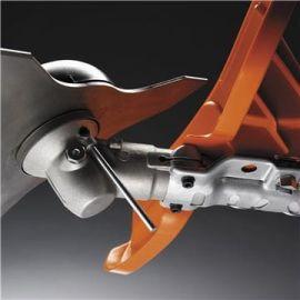 Facile sostituzione del gruppo di taglio Il blocco magnetico del perno di bloccaggio facilita la sostituzione del gruppo di taglio.