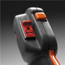 Interruttore di stop a ritorno automatico Quando la macchina viene spenta, il pulsante di stop torna automaticamente alla posizione di accensione per avviamenti senza problemi.